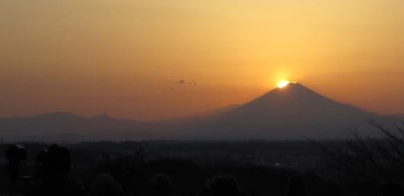 2014年3月23日(春分の2日後、17:40頃) 円海山西側からのダイヤモンド富士
